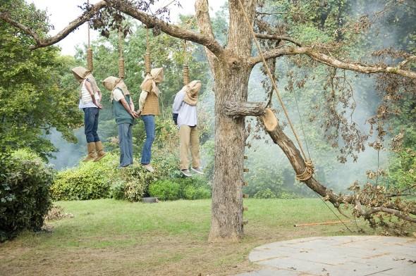 Il ramo spezzato fa sollevare le vittime.