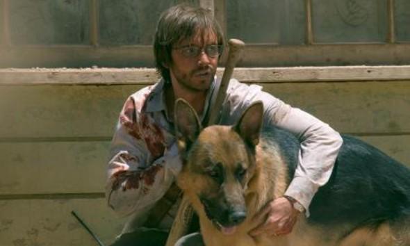 Aaron Stanford interpreta Doug
