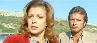 Christian e la fidnzata trovano Barbara distesa sulla spiaggia
