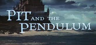 Titoli di testa e, sullo sfondo, il castello della famiglia Medina