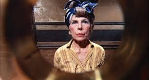 Minnie Castevet suona alla porta di Rosemary
