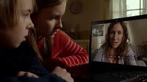 Loretta dialoga a distanza con i figli